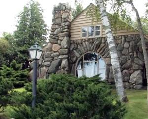 earl young hobbit houses
