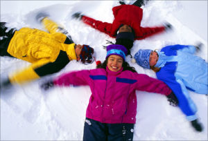2345-agefoto_rm_photo_of_kids_making_snow_angels