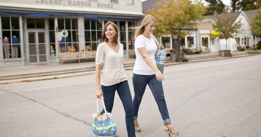 Leland_gal_ladies_crossing_street_in_Leland