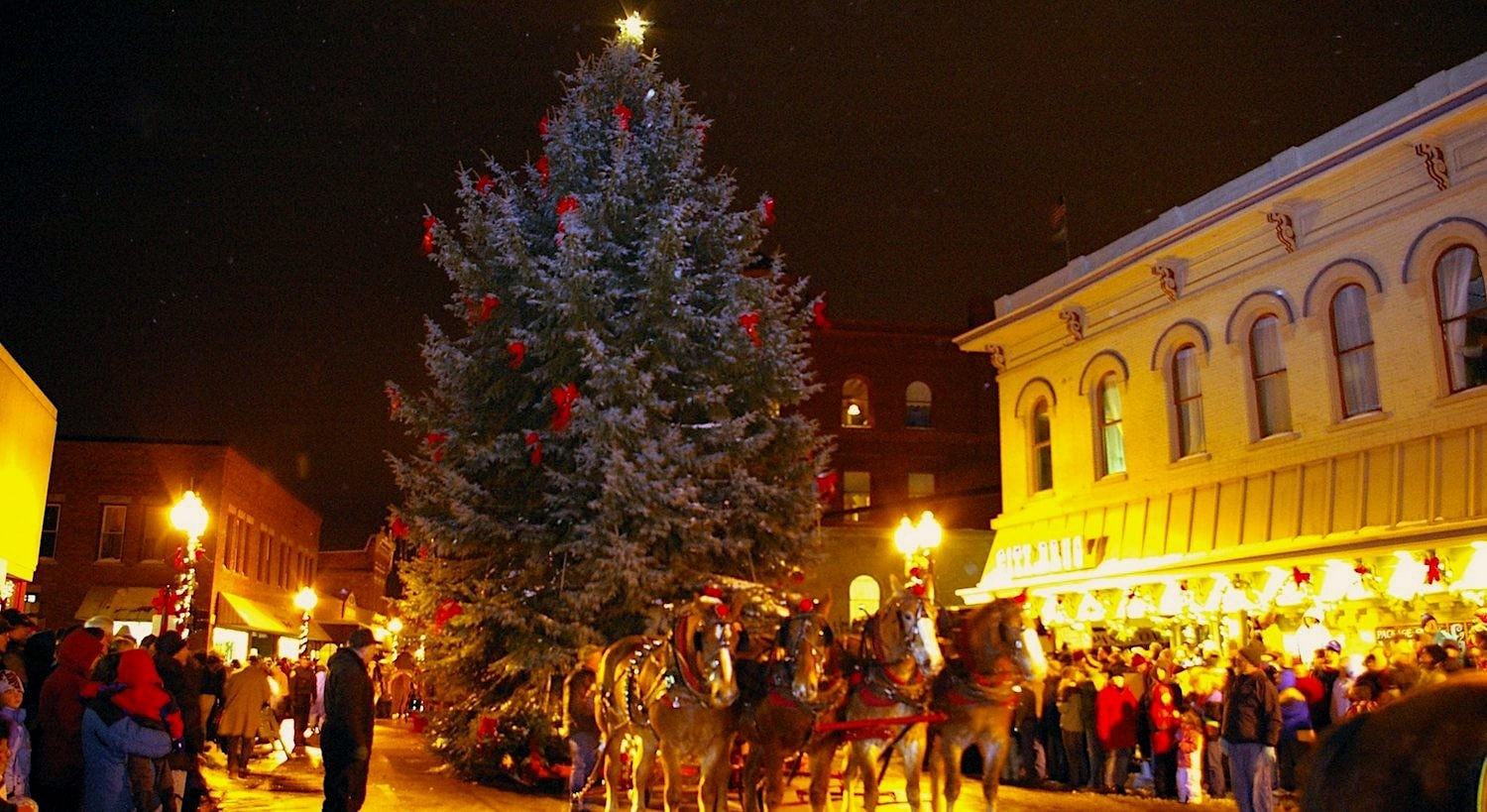 Manistee\'s Victorian Sleighbell Parade and Old Christmas Weekend ...