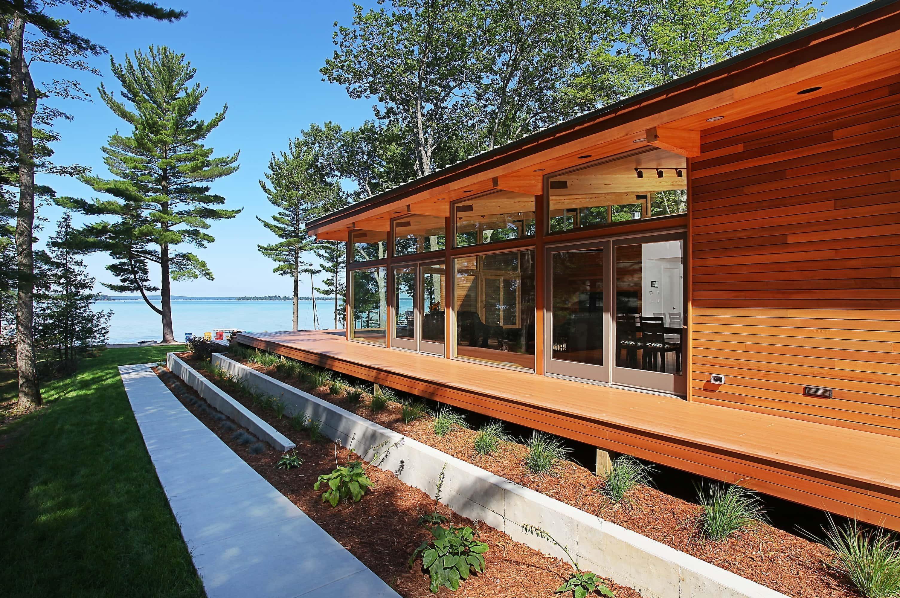 Higgins Lake Home Takes Advantage Of Lake Views Mynorth Com