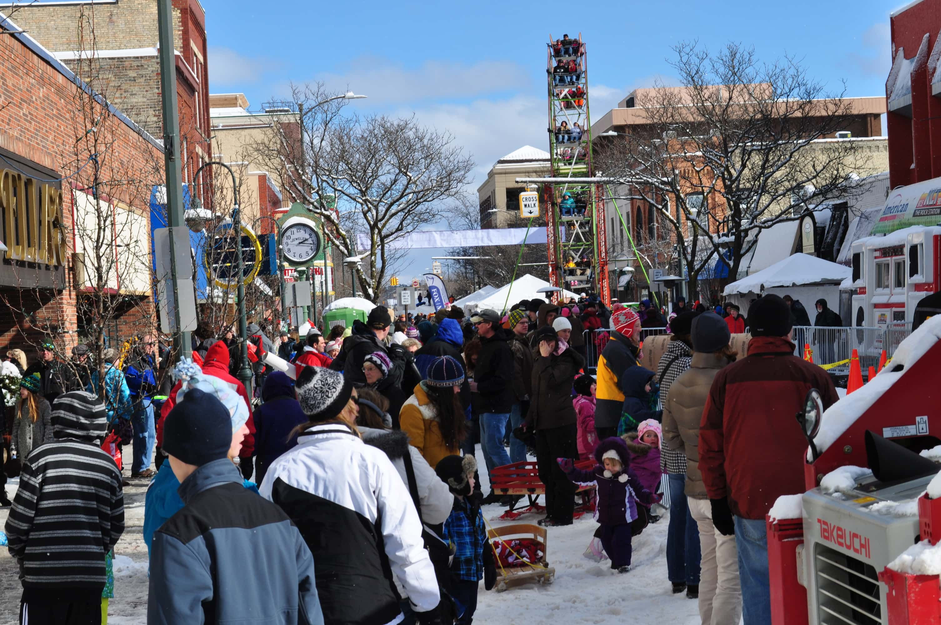 rnorth_crowed_winter_fest_front_street
