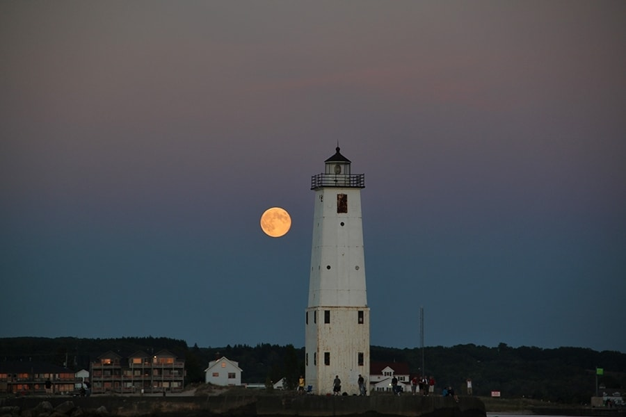 moon_over_frankfort
