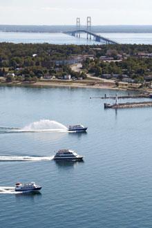 Boats-Mackinaw-Bridge-St-Ignace(1)