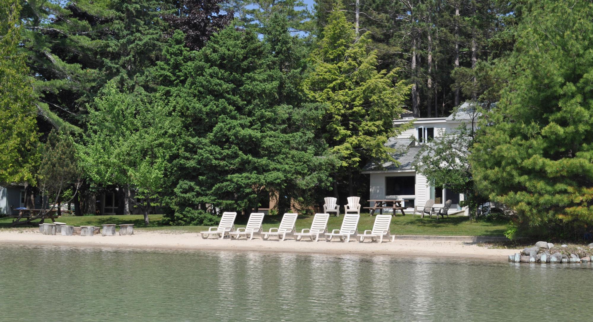 ihg hotels by rentals en inn hoteldetail holiday keweenaw cabins us express hotel htnkw houghton cabin holidayinnexpress lake