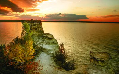 Pictured Rocks National Lakeshore Hike to Au Sable Lighthouse