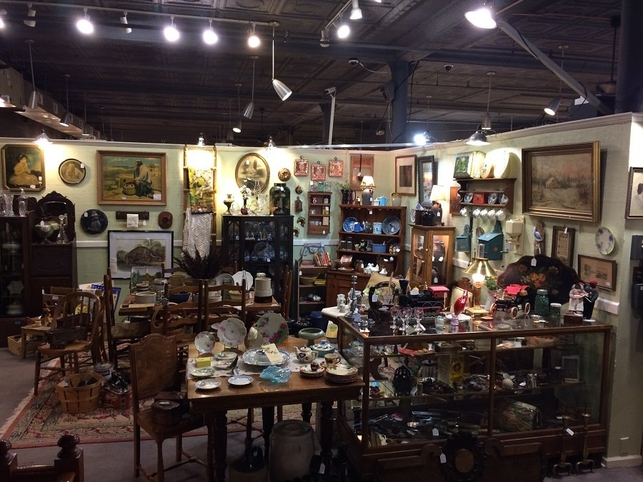 3 downtown traverse city antique shops for Craft shows in traverse city mi