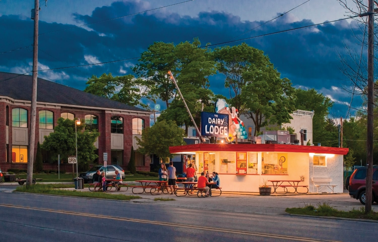 Top 10 best northern michigan soft serve ice cream shops for Craft shows in traverse city mi