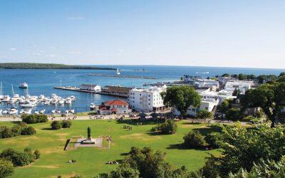30 Best Things on Mackinac Island (Fudge, Hotel, More!)