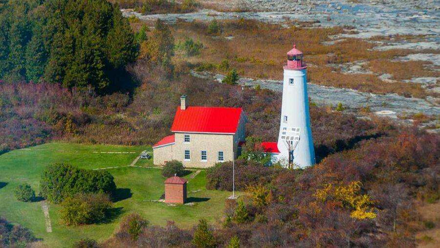 e74585edaf7d157112663656a58ab77e_thunder-bay-island-lighthouse-gregory-everts