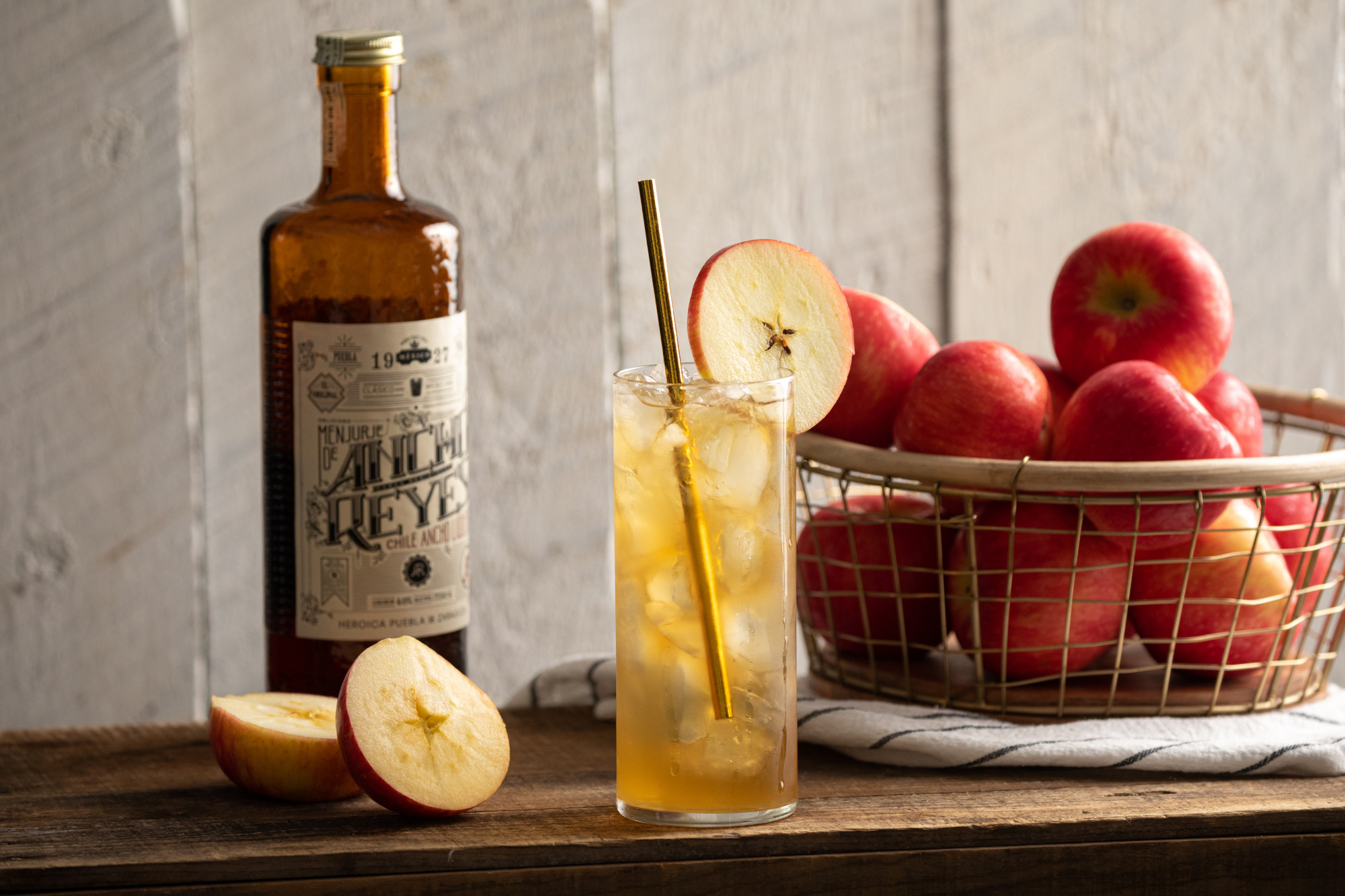 Sweet and spicy whiskey cider collins
