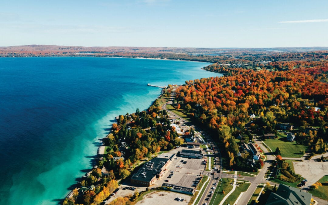 8 Up North Fall Color Tour Stops from Petoskey to Gaylord